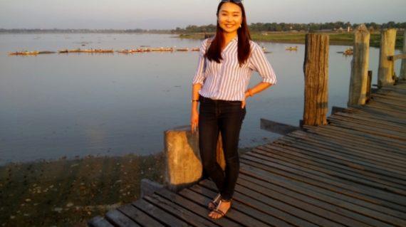 Walking U Bein bridge